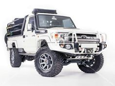 Land Cruiser 79. White front bumper and rims