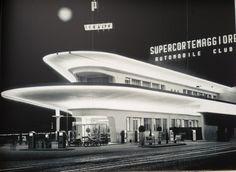 - Ex Agip Petrol Station, Pizzale Accursio, Milan - 1953 Futuristic Design, Futuristic Architecture, Architecture Details, Drive In, Pompe A Essence, Streamline Moderne, Old Gas Stations, Filling Station, Art Deco Buildings