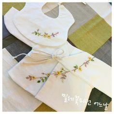 이번엔 멀리 부산의 예비맘님께. 순산하세요!^^ #연이재공방 #아기용품 #아기용품선물 #배냇저고리 #전통배... Bullion Embroidery, Towel Embroidery, Beaded Embroidery, Embroidery Patterns, Lace Jewelry, Baby Sewing, Traditional Outfits, Kids Wear, Baby Dress