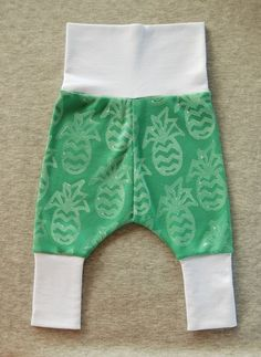 Grow-with-me Baby Harem Pants [Pattern-for-pennies and tutorial] Harlem Pants Pattern, Pants Pattern Free, Free Pattern, Sewing Kids Clothes, Sewing For Kids, Baby Sewing, Doll Clothes, Baby Harem Pants, Toddler Pants