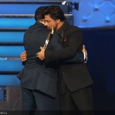 Shah Rukh Khan and Salman Khan, who have grabbed eyeballs and made headlines with their friendship and enmity in the past, shocked one and all when they hugged each other at an Iftar Party. Now, both the superstars are back in news again. Iftar Party, Shahrukh Khan, Celebs, Celebrities, Superstar, Hug, Bollywood, Awards, The Past