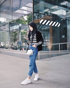 "Shirin Al Athrus di Instagram ""denim, black, white, stripe and all those cool things #shireeenztravels"" Black Women Fashion, Normcore"