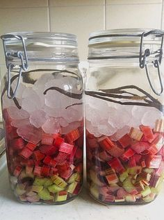 Rhubarb – vanilla – liqueur - All For Health Diet Drinks, Smoothie Drinks, Yummy Drinks, Fancy Drinks, Cocktail Drinks, Cocktails, Vanilla Liqueur, Keto Smoothie Recipes, Homemade Liquor