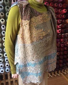 """58 Likes, 4 Comments - さをりの森東京 (@saorinomori_tokyo) on Instagram: """"どれだけ時間がかかっているのか、気が遠くなりそうな飾り織り。模様の動き方や色合いが絶妙で、ぜひ拡大してご覧いただきたいほど。スタッフIのさをり服。 #saoriweaving #weaving…"""""""