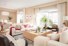 Salón abierto al comedor con dos sofás gemelos enfrentados_ 00458533