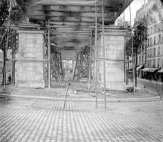 Installation du métropolitain dans... le royaume du cheval. Fin XIX°, les transports en commun parisiens étaient assurés essentiellement par la traction hippomobile : tramways et Omnibus (voir articleLa vie d'un cheval à Paris vers 1890 et articles suivants...