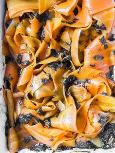 Łosoś ogrodowy, to pyszna alternatywa dla prawdziwej ryby. Zrobienie łososia z marchewki to dosłownie chwila roboty i masa satysfakcji oraz wspaniały smak!