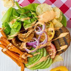 No bun required for this Deconstructed Dr. Praeger's All American Veggie Burger Bowl. Who's ready to eat? Dr Praeger's, Lunch To Go, Meal Prep, Food Prep, Deconstruction, Veggies, Favorite Recipes, Foods, Dinner