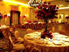 Fall Wedding Decoration, Fall Wedding Centerpieces, Wedding Decoration Idea for Fall, Fall Wedding Theme Wedding Reception Table Decorations, Floral Wedding Decorations, Fall Wedding Centerpieces, Centerpiece Ideas, Fall Decorations, Wedding Tables, Modern Wedding Reception, Wedding Ideas, Wedding Stuff