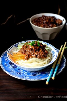 Zha Jiang Mian—Minced Pork Noodles ( 👍 : add diced raw cabbage instead of noodles, serve with the carrots, add saracha and Thai sweet chili sauce) Pork Recipes, Asian Recipes, Cooking Recipes, Healthy Recipes, Ethnic Recipes, Asia Food, Pork Noodles, Asian Noodles, Asian Kitchen