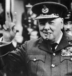 Winston Leonard Spencer-Churchill was premier van het Verenigd Koninkrijk van 1940-1945 en speelde een hele belangrijke rol in de Tweede Wereldoorlog.