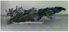 Wystarczy podluzne szklane naczynie, dlugi prosty lisc i lika kwiatow z ogrodu. Obudz w sobie floryste i baw sie natura!
