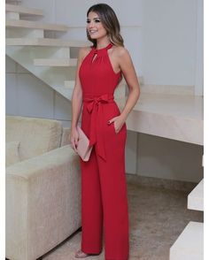 You're looking at the definitive proof that a red jumpsuit looks awesome and has tons of styling possibilities. Trousers Women, Pants For Women, Casual Outfits, Cute Outfits, Short Outfits, Casual Dresses, Casual Chic, Casual Looks, Fashion Dresses