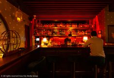Make like a Shanghainese gangster at this clandestine bar. Bangkok Bar, Flavoured Gin, Chinese Theme, Asia City, King Of Prussia, Magazine Online, Chinese Herbs, Dim Lighting, Gin And Tonic