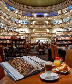 Books & Coffee O El Ateneo mistura livraria teatro e café e é um dos lugares mais surpreendentes de se visitar na capital argentina!{Essa e  dicas de passeio emBuenos Aires da @mariflordarosa só acessando o iLOVE!} #travel #lifestyle