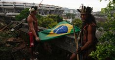 Estadio Maracana - 12.jan.2013 - Indios protestam durante a desocupacao do espaco do Museu do Indio, anexo ao estadio do Maracana. - Rio de Janeiro - Pesquisa Google