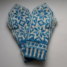 Snowflower Mittens by Caitlin Shrigley and Cate Carter-Evans - free
