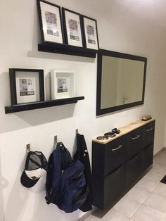 Bonjour voici ma réalisation ! Matériel : Meuble trones rangement pour chaussures modifié en buffet d'entrée pour couloir étroit (1.20m) Cadre photo Ikea
