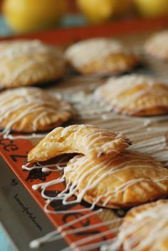Buttery and flaky pie dough is shaped into cute mini hand pies and filled with homemade lemon curd! This mini lemon hand pies recipe makes a sweet treat! Lemon Dessert Recipes, Lemon Recipes, Pie Recipes, Sweet Recipes, Cooking Recipes, Empanadas, Fruit Hand Pies, Fruit Pie, Yummy Snacks