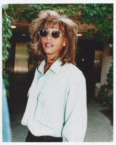 See Whitney Houston pictures, photo shoots, and listen online to the latest music. Beverly Hills, Whitney Houston Pictures, Vintage Black Glamour, Bobby Brown, American Singers, American History, African American Women, Latest Music, Great Love