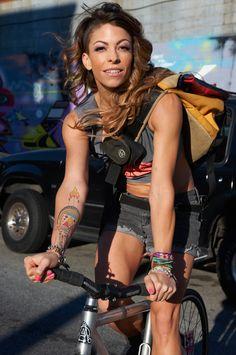 """""""bikesandgirlsandmacsandstuff:  (via Fixie Girls» Kym Perfetto All Over Premium Rush.)  """""""