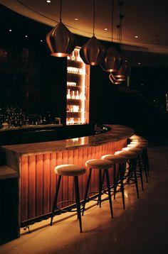 Les tags les plus populaires pour cette image incluent : bar, interior, luxury, night life et night