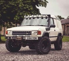 "5 Likes, 1 Comments - @landroverphotoalbum on Instagram: ""An impressive commercial Discovery 2 By @212call #landrover #discovery2 #D2 #Discovery…"""