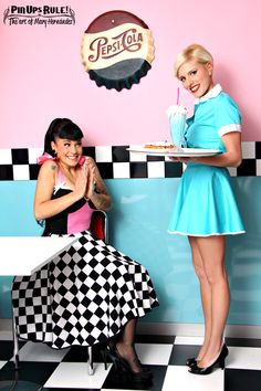 Tasty desserts and a shake! Rockabilly Mode, Rockabilly Fashion, Retro Fashion, Vintage Fashion, Vintage Diner, Retro Diner, Vintage Mode, Pin Up Retro, Style Retro