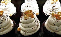 Muffin al Cioccolato con Panna e Nocciole