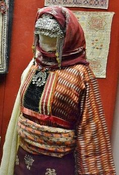 Festive costume from the Gürün region (halfway between Sivas and Malatya).  Late-Ottoman era, Armenian, end of 19th century.  Collected in 1916. (The Russian Museum of Ethnography, St.Petersburg).