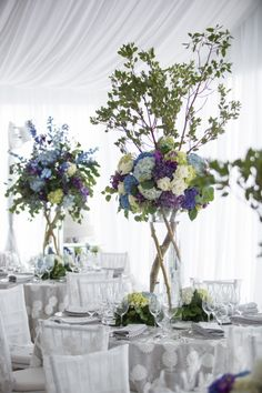 How jaw-dropping are these tree branch and hydrangea centerpieces? OBSESSED.