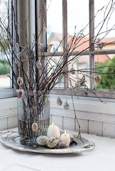 This is how the Swedes celebrate. They seem to have lots of egg decorations. I absolutely love this look. Christmas Window Decorations, Easter Table Decorations, Easter Birthday Party, Easter Egg Designs, Easter Egg Crafts, Diy Ostern, Easter Tree, Easter Holidays, Egg Decorating
