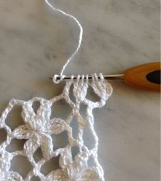 This Pin was discovered by Ayş Crochet Stitches Free, Crochet Lace Edging, Crochet Leaves, Crochet Motifs, Crochet Diagram, Easy Crochet Patterns, Baby Knitting Patterns, Irish Crochet, Crochet Shawl