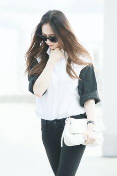 krystal, heading to LA Kpop Fashion, Star Fashion, Korean Fashion, Fashion Outfits, Womens Fashion, Airport Fashion, Fashion Idol, Krystal Fx, Jessica & Krystal