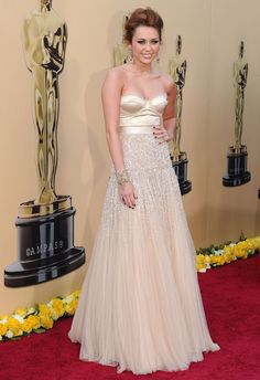 Miley Cyrus in Jenny Packham - Oscars 2010
