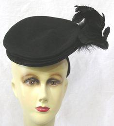 Vtg Womans Hat WWII Era 1940s Tilt Black Felt w Feather Spray 21 1/2 #Tilt #Cocktail