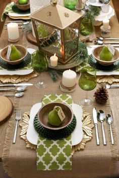 Very beautiful table settings!Check out these 8 harvest centerpiece ideas for a festive Thanksgiving! Fall Table, Thanksgiving Table, Thanksgiving Decorations, Beautiful Table Settings, Everyday Table Settings, Fall Decor, Holiday Decor, Decoration Table, Centerpiece Ideas