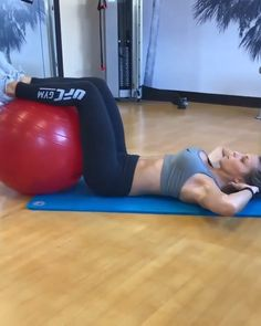 Flat stomach Stability ball abs workout for women to lose belly pooch. Fitness Workouts, Gym Workout Videos, Abs Workout Routines, Fitness Workout For Women, At Home Workouts, Abdominal Exercises, Excercise, Stability Ball Exercises, Belly Pooch
