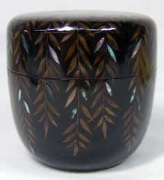 black Yakumo lacquer ware (八雲塗) tea caddy (natsume) with aoi inlay and maki-e design of a willow tree; ō-natsume shape (large jujube fruit); unidentified mark nside the lid; with tomobako.