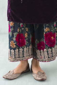 How to wear pants casual trousers 34 ideas Indian Attire, Indian Wear, Pakistani Outfits, Indian Outfits, Anarkali, Lehenga, Desi Clothes, Kurta Designs, Indian Designer Wear