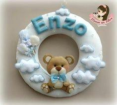 Guirlanda Enzo Felt Wreath, Felt Garland, Felt Ornaments, Baby Crafts, Felt Crafts, Diy And Crafts, Baby Shawer, Felt Baby, Idee Baby Shower