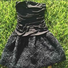 Formal black dress! M Like new worn one time for maybe an hour, excellent condition! Size medium! Very classy and cute! Dresses Strapless