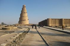 Samarra, Iraque. O monumento central da cidade é um minarete em espiral. Foi uma das cidades com maior presença e cultura islâmica. O risco de atentados é enorme.