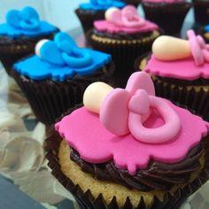 """50 curtidas, 1 comentários - Cake Magia (@cakemagia) no Instagram: """"Cupcakes para chá de revelação.. Será menino ou menina? 👦👧 #cakemagia #chaderevelacao #menino…"""""""
