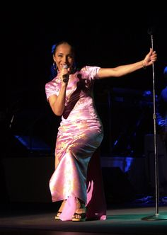 Sade's Birthday: Singer Turns 54, A Look Back At Her Timeless Style (PHOTOS)