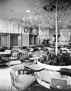 Raymond Loewy et le merchandising - Lord & Taylor Bird Cage restaurant, first developed by Loewy in 1935 Cheap Interior Wall Paneling, Bird Cage Design, Bird Store, Mid-century Modern, Modern Design, Living In Arizona, Vintage Interiors, Deco Interiors, Good Night Moon