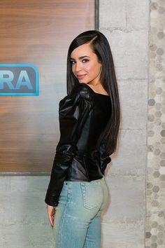 (39) Twitter Sophia Carson, Disney Channel Descendants, Cute Swag Outfits, Petite Women, Sabrina Carpenter, Celebs, Celebrities, American Actress, Role Models