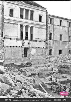 Αθήνα 1931. Σπάνιο ντοκουμέντο από την κατεδάφιση της μεσαίας πτέρυγας των Παλαιών Ανακτόρων προκειμένου να κατασκευαστεί η αίθουσα του Κοινοβουλίου. Ψηφιακό Αρχείο ΕΡΤ