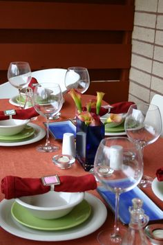 Centerpieces for Warm Weather : Decorating : Home & Garden Television