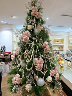 natural christmas tree Pin By Rustans On Christmas Shop 2016 Natural Christmas Tree, Elegant Christmas Trees, Pink Christmas Decorations, Pink Christmas Tree, Christmas Tree Themes, Xmas Tree, Christmas Home, Christmas Wreaths, Victorian Christmas Tree